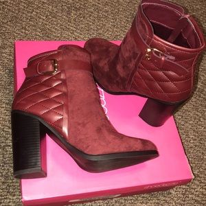 Shoes Dazzle Booties size 9 Burgundy